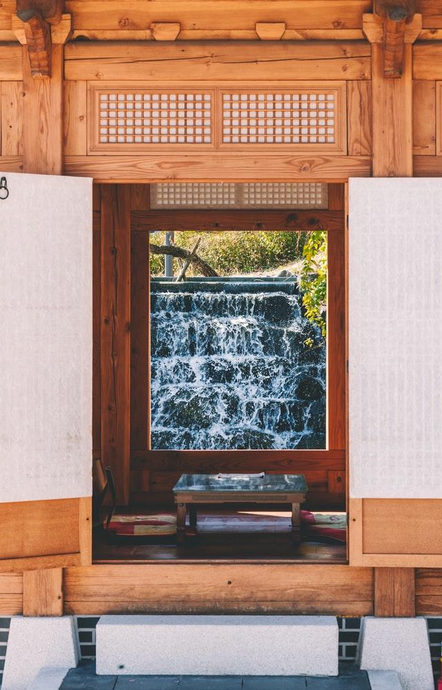 Transformez votre porte de placard en cascade